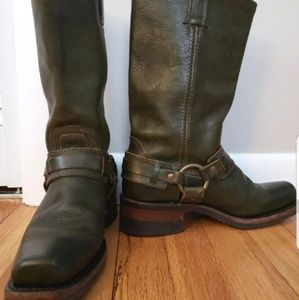 Frye Harness boots Olive Green Sz 7 Excellent